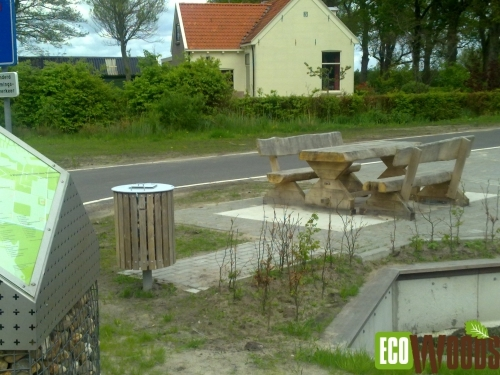 Afvalbak Veenhuizen met oostenrijkse picknickbank