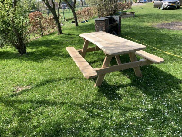 Robuuste picknicktafel